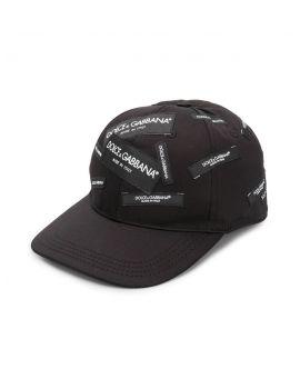Cappello multi etichette