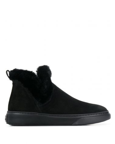 H366 slip on wintery feeling