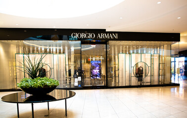 Armani Privè: the new 2021 collection pays homage to Milan